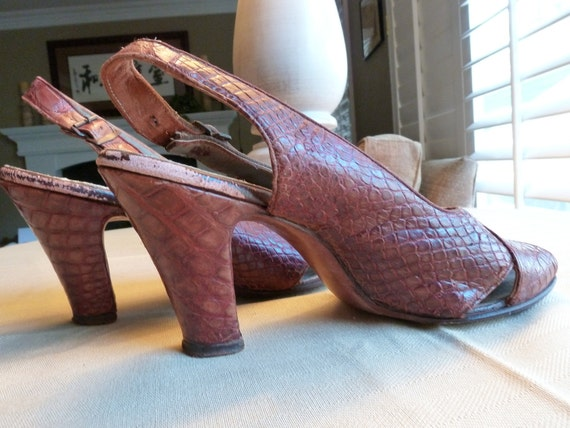 1940s RED BROWN genuine CROCODILE skin shoes