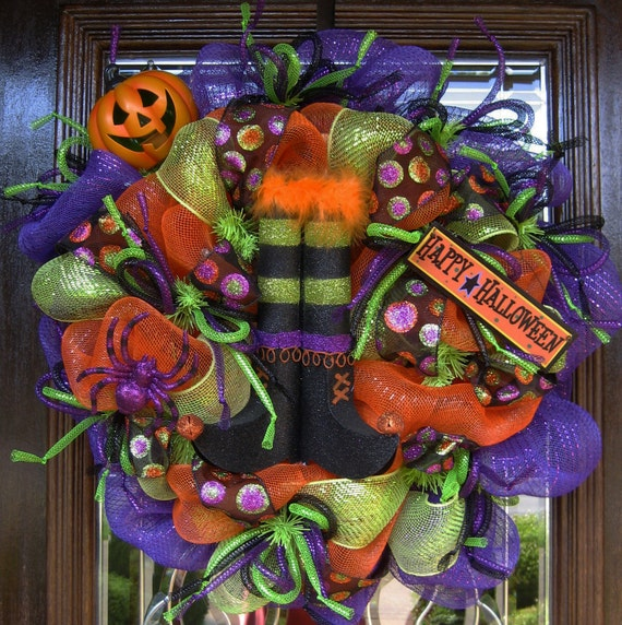 Deco Mesh WITCH'S BOOTS HALLOWEEN Wreath