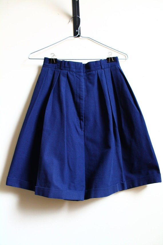 Vintage 1990s High Waisted Navy Blue Pleated Cotton Shorts Size S/M