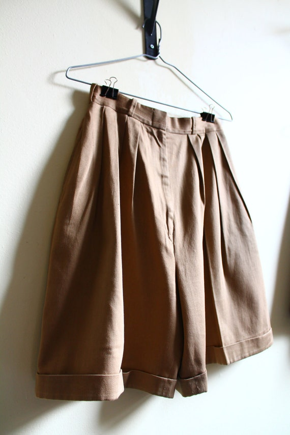 Vintage 1990s High Waisted Tan Khaki Pleated Cotton Shorts Size S/M