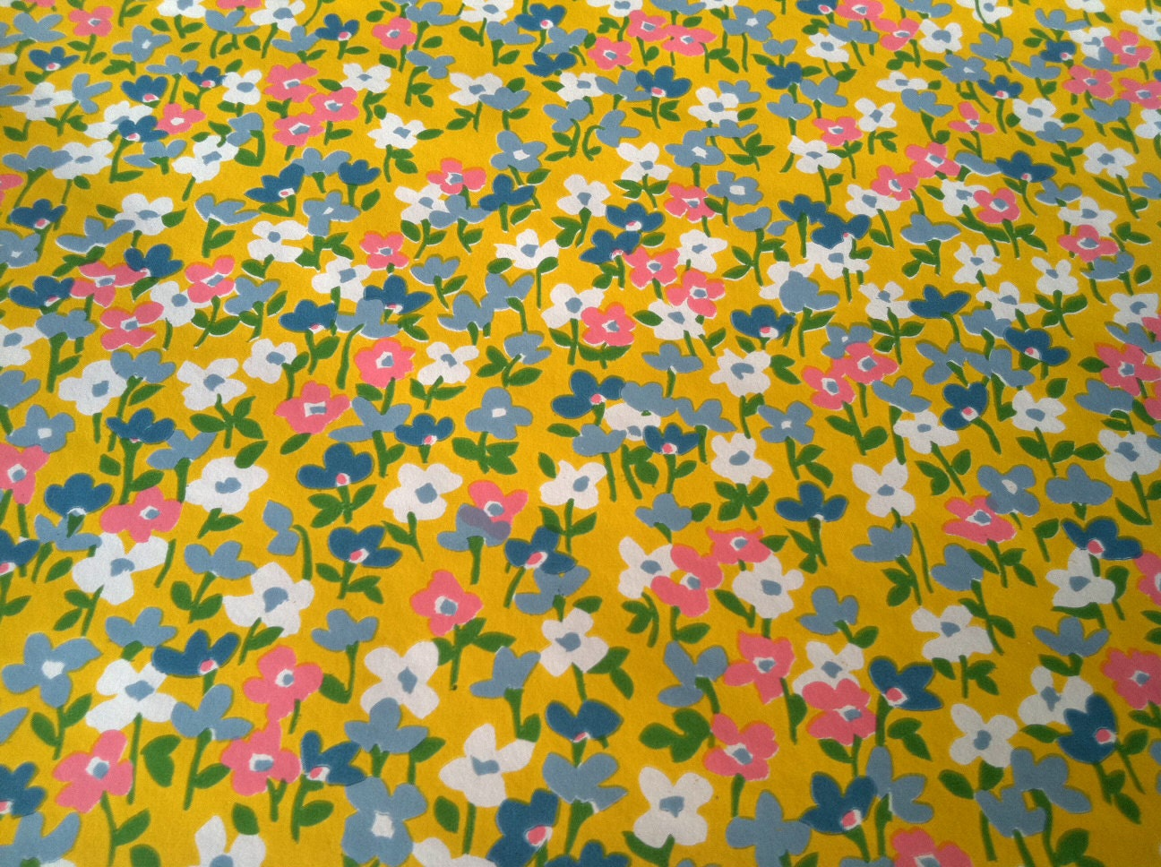 vintage 1970s wallpaper little flowers in yellow by