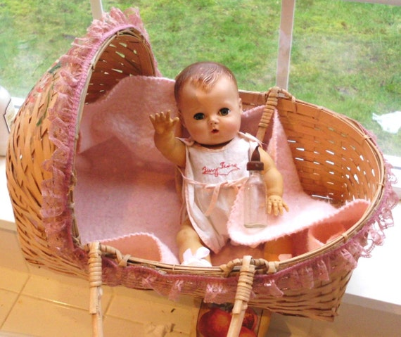 original 1950'S Tiny Tears doll with accessaries