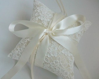 French Alencon Lace Ring Bearer Pillow in Ivory, Ivory Ring Pillow, Off-White Wedding Pillow, Cream Ring Pillow in Silk Dupioni, Cushion