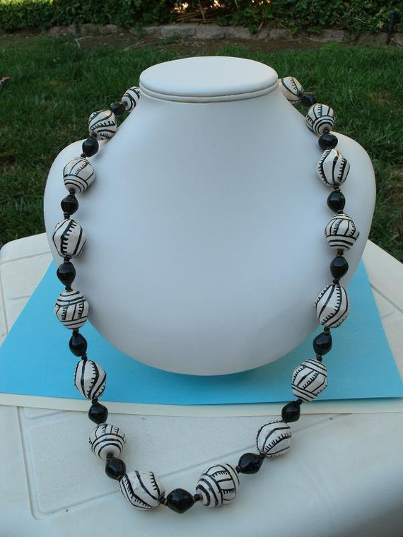 Vintage Black and White Ceramic Bead Necklace