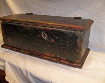 Paducah Box ( Primitive)