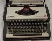 Olympia Traveller DeLuxe manual portable typewriter