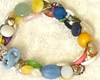 Vintage BUTTON BRACELET, OOAK, pretty colors, pastels, jewelry, costume, Funky Chunky