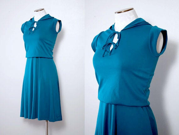 Hooded 1970s Day Dress Size Small Vintage