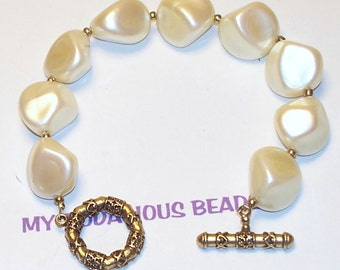 """Handmade  7.5"""" Creamy  Pearl and Golden Beaded BRACELET with Golden Toggle Closure"""