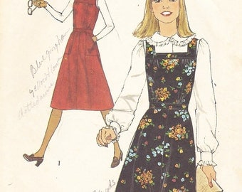 1977 Square Neck Dress or Jumper Vintage Pattern,Simplicity 8118, Flared Skirt, Inset Belt, Sleeveless, Patch Pockets