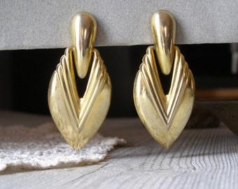 Vintage Mod Earrings, Mid Century Brass Clip Earrings, Mad Men Inspired Petal Earrings, Elegant 60s Jewelry, Stocking Stuffers, Woman Gift
