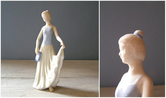 Woman Dancer figurine, Vintage ceramic doll
