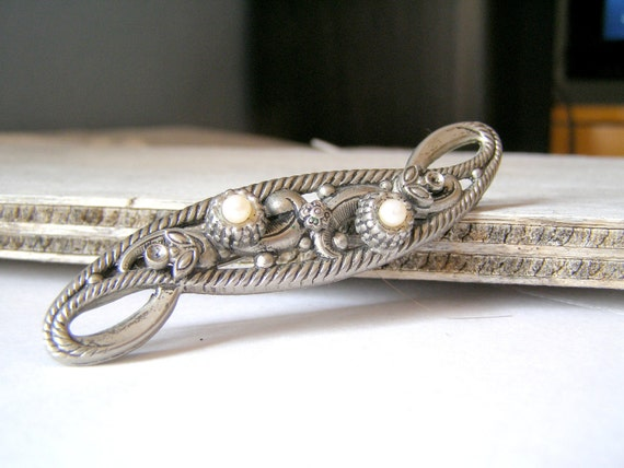 Retro Silver Brooch, White pearls and silver tone metal Brooch
