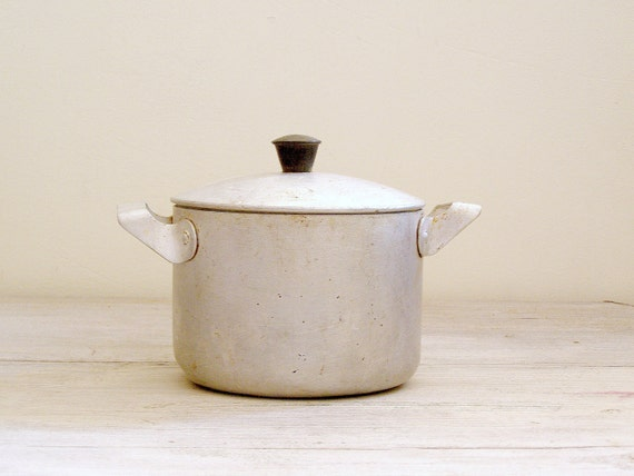 Vintage Aluminum Pot, Rustic Kitchen ware, Mid century, Farmhouse