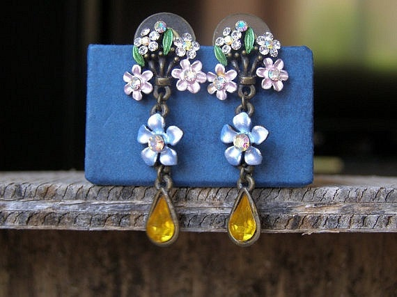 Vintage flowers Earrings, country style Listed by MeshuMaSH on Etsy