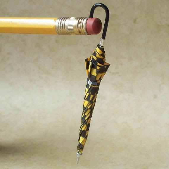 1:12 Scale Miniature Umbrella / Black-and-Yellow Taxi Check