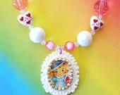 Retro Girl Valentine's Day Cameo Pendant Necklace
