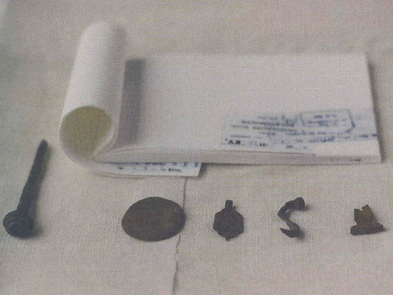 writing pad by Inoue Yoko (monochrome)