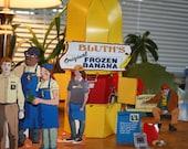 Arrested Development: Frozen Banana Stand Action Set (Cut-and-Fold Models, Paper Dolls, Fashion Dolls)