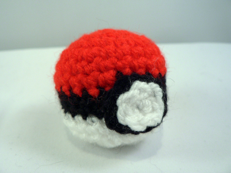 Amigurumi Pokemon Ball : Pokemon poke ball plush amigurumi inspired by LottiesCreations