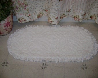 "SAMPLE Vintage Chenille White Ruffled Rug, Bath Mat,  Area Rug, 27"" x 40"" - Shabby Cottage Chic 'Scatter Rug'"