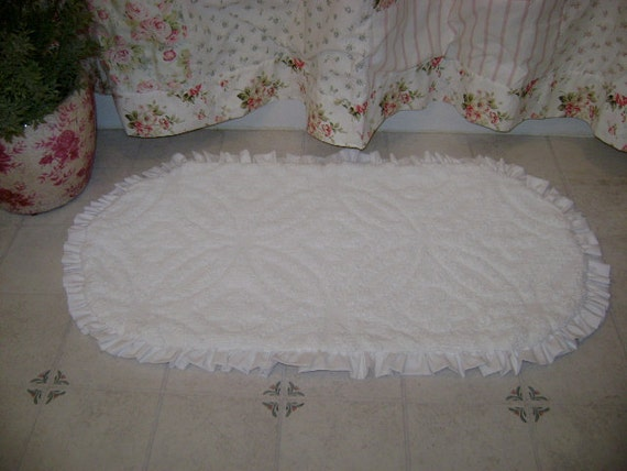"Wedding Ring Chenille -  White Ruffled Rug, Bath Mat,  Area Rug,  20"" x 36"" Shabby Cottage Chic 'Scatter Rug'"