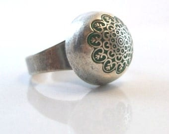 Silver ring round ring green enamel Dome shape flowery stamp old style jewelry handmade adjustable to all sizes