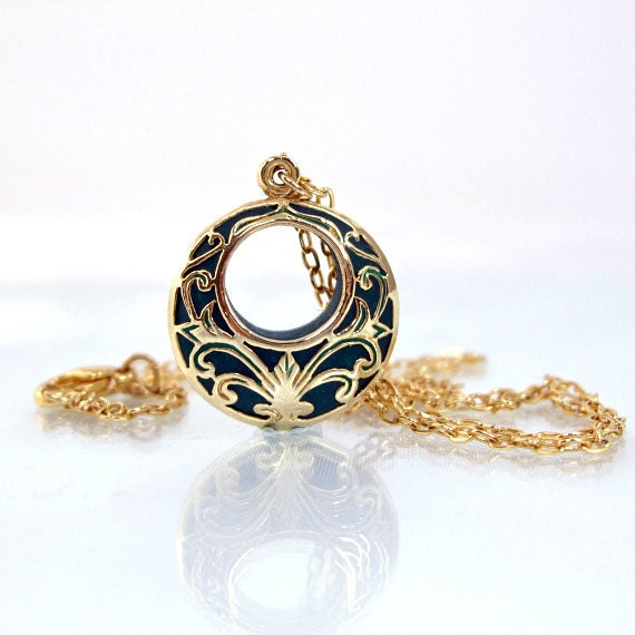 Gold victorian pendant dark green retro jewellry handmade