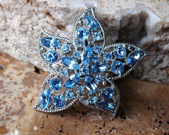 Vintage Sarah Coventry Star Fire Blue Crystal Brooch