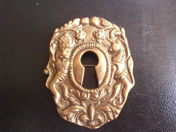 Fully Hallmarked Vintage MAX REIG Keyhole Brooch. Vintage and unique.