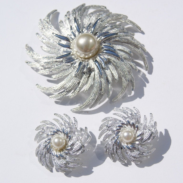 Vintage Sarah Coventry Brooch And Earrings Set Silver Swirl