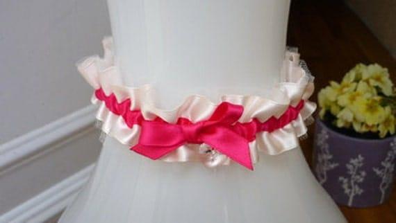 Beautiful garter in ivory / pink