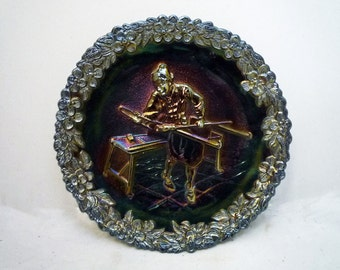 """FENTON Iridescent Carnival Glass COLLECTOR PLATE """"Glass Blowers"""" - No.1 in the Craftsmen Series // Free Shipping"""