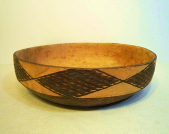 Vintage Carved SOUTHWESTERN WOOD BOWL - Carved from one piece of wood.  Free Shipping