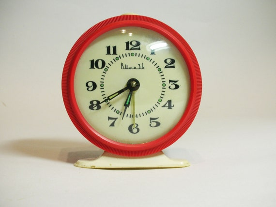 tick tick tick tick....Vintage Wind Up red CLOCK, use for home decor.