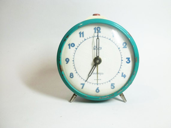 tick tick tick tick... Vintage Turquoise  Wind Up CLOCK, use for home decor or to wake you up