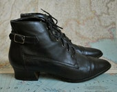 Vintage black leather lace up granny booties (( 7 ))