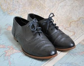 Vintage Navy leather oxford flats (( 8.5 ))