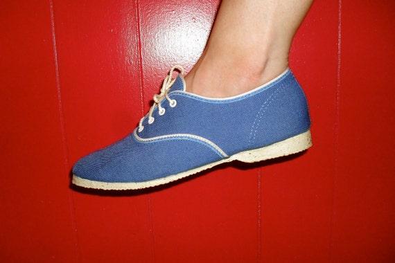 20% OFF SALE vintage blue canvas tennis shoe casual lace up size 7 by sundrops