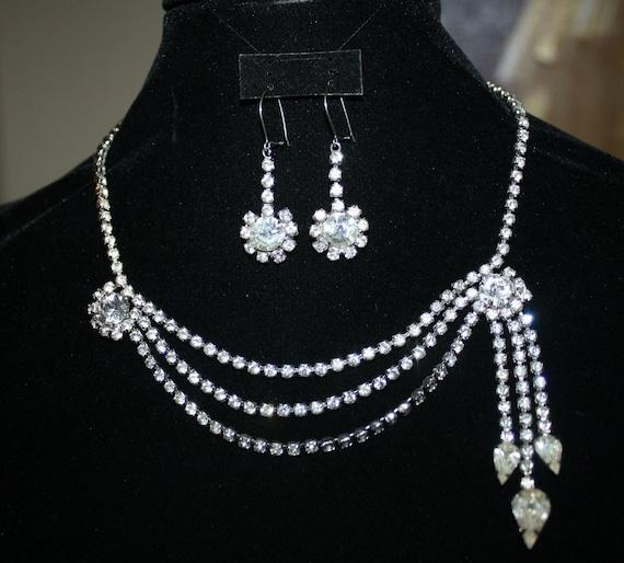 Rhinestone Demi Parure FLOWER DESIGN Necklace & Earrings