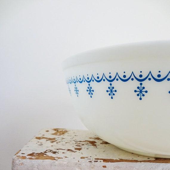 Vintage Pyrex Mixing Bowl, Snowflake Blue, 4 Quart