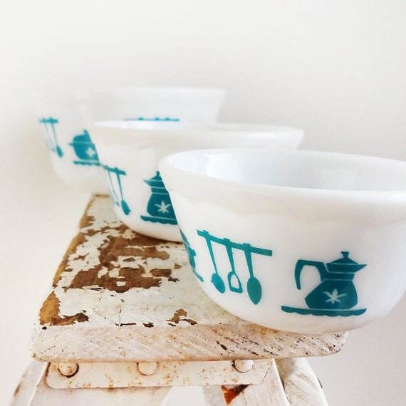 Hazel Atlas Dutch Treat or Kitchen Aids Set of 3 Bowls