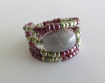 Beaded memory wire ring - beautiful glass bead ring