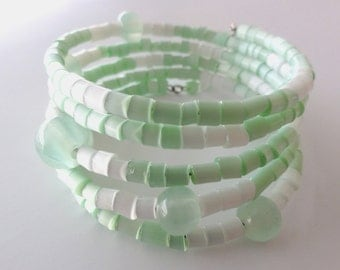 Beaded memory wire bracelet - Green beaded bangle with 5 glass beads - one of a kind jewelry