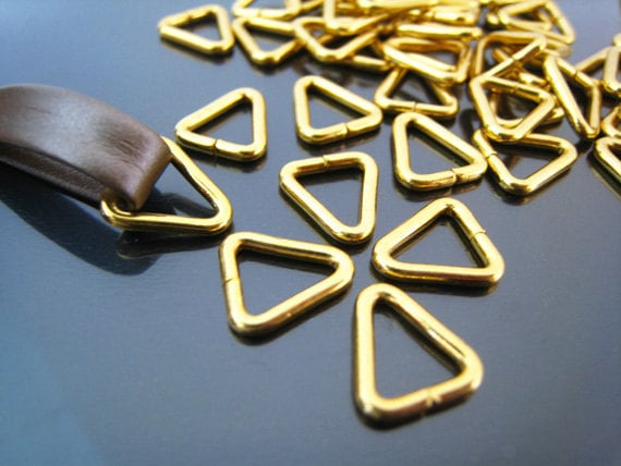 Finding - 10 pcs Gold Small Triangle Metal Arc Connector Opening Jump 10mm X 11mm ( Inside 7mm )