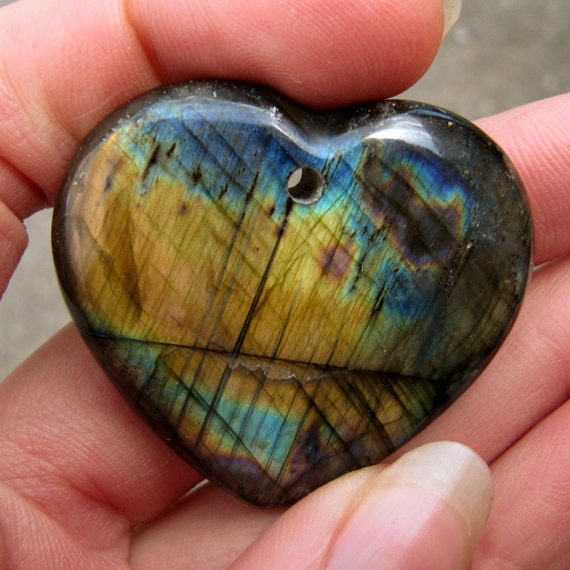 NEW Drilled Heart Brightly Colored Madagascar SPECTRALITE LABRADORITE Cabochon ETSpecHrt004
