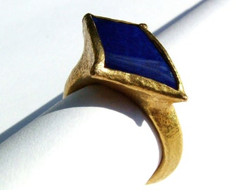 Unexpected wild flower...22k gold Lapis lazuli ring...
