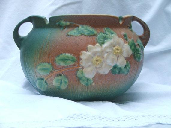 Beautiful Roseville White Rose Jardiniere