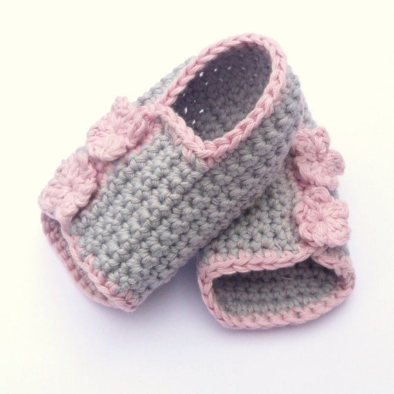 Items similar to Crochet PATTERN BABY Booties Button up ...