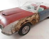1962 Ford Thunderbird  junked 1/24 scale model car in white and red